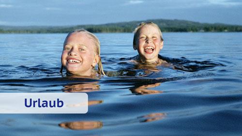 Kinder beim Baden im Schwedenurlaub