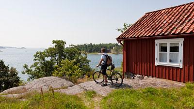Radfahrer auf der Schäreninsel Möja
