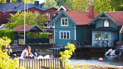 Holzhäuser in den Stockholmer Schären