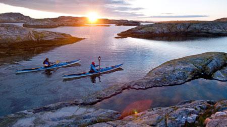Schweden: Paddeln im Schärengarten mit dem Kajak an der Küste von Bohuslän in Westschweden