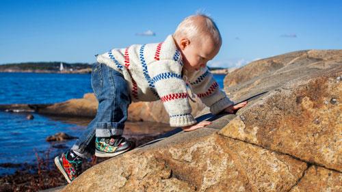 Kind beim Spielen in Göteborg