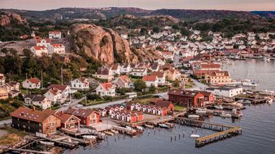 Kreuzfahrt nach Schweden: Fischerdorf an der Küste von Bohuslän in Westschweden