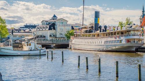 Dampfer und Schiff im Stockholmer Schärengarten