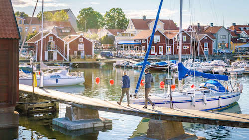 Küstenort in den Schären von Stockholm