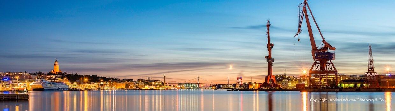 Guide und Reiseführer Göteborg: Luftaufnahme von Hafen, City und Göta älv Brücke